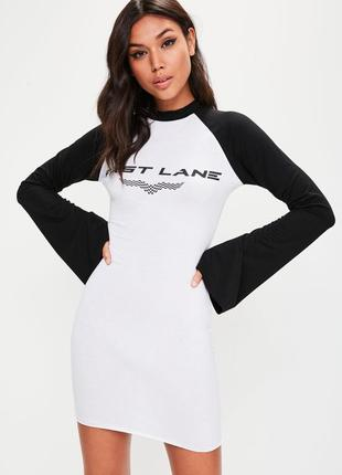 Новое стильное платье реглан с рукавами клеш и принтом fast lane missguided 2018