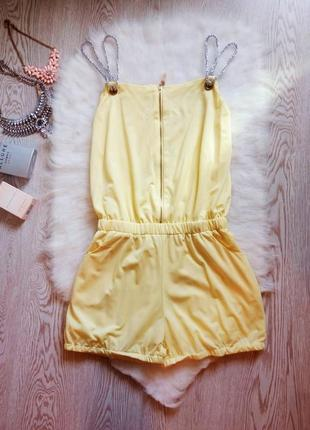 Ромпер комбинезон лимонного цвета желтого летний шортами на резинке на завязках