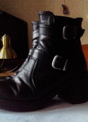 Очень красивые ботиночки зимние осенние  черные на каблуке  натуральная кожа кожаные