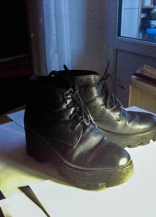 Зимние ботинки из натуральной кожи на шнуровке кожаные на платформе на каблуке новые