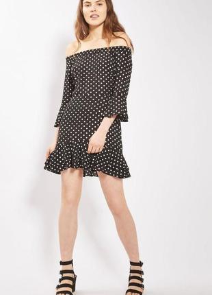 Стильное красивое платье мини с рюшами в модный принт горох