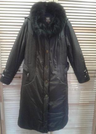 Зимове пальто з капюшоном