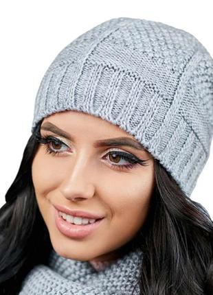 Вязаная женская шапка зимняя демисезонная