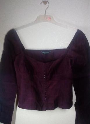 Вельветовая с глубоким декольте блузка