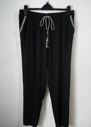 Летние вискозные зауженые к низу  брюки