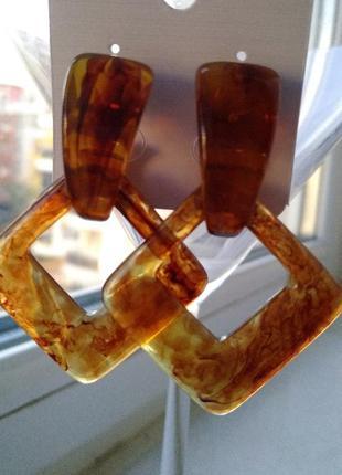 Янтарные серьги треугольник2 фото