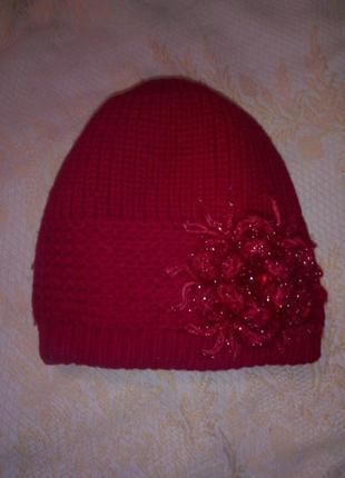 Шерстяная теплая вязаная  шапка с цветком