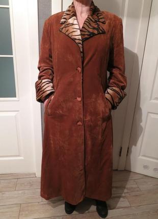 Пальто велюровое коричневое