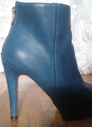 Демисезонные ботинки, на каблуке! 38 размер!