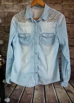 Джинсовая рубашка с заклепками yessica.