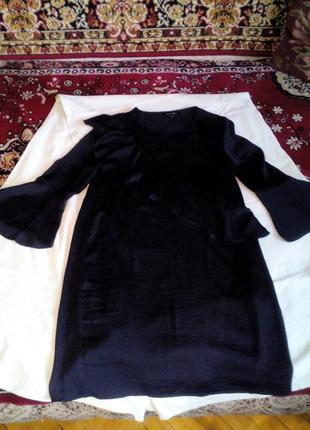 Платье с клеш рукавами