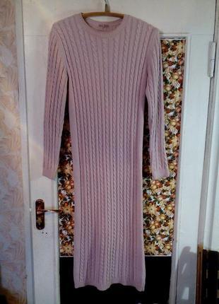 Мягкое теплое платье нюдового цвета