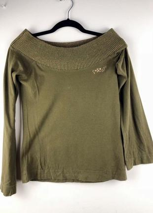 Шикарный оливковый свитер с открытыми плечами gsus