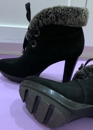 Женские итальянские зимние ботинки carnaby. размер 37 (24 см)
