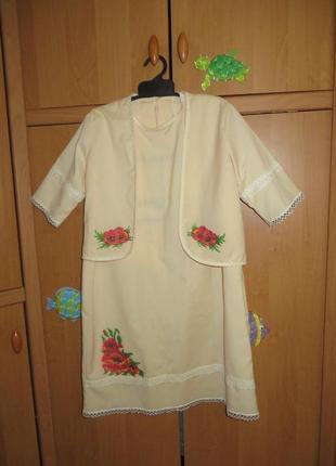 Нарядное платье, вышитое бисером