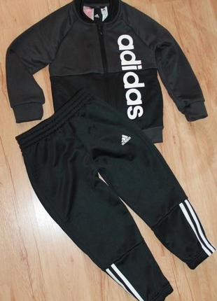 Спортивный костюм adidas, на 5 лет. 100% оригинал.
