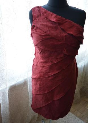 Стройнящее моделирующее нарядное платье на одно плечо, воланы, новый год