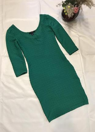 Платье по фигуре изумрудного цвета