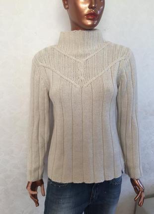 Брендовый свитер с шерстью с модным воротом