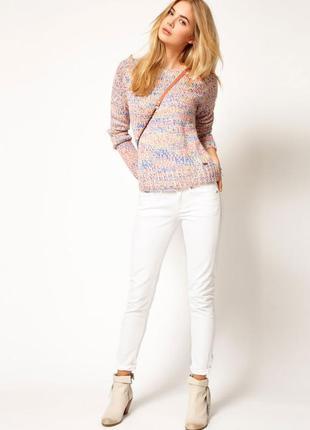 Модные джинсы бело-молочного цвета