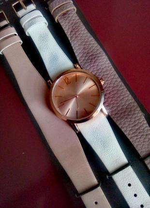 Стильные часы со сменными ремешками от accessoires