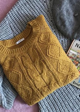 Тёплый свитер в косы