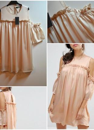 Красивое платье с открытыми плечами и с воланами fashion union ,пудровое