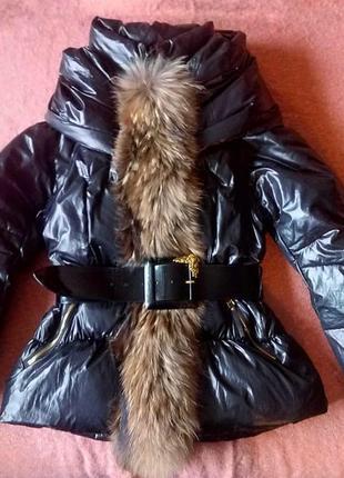 Шикарный зимний пуховик с натуральным мехом