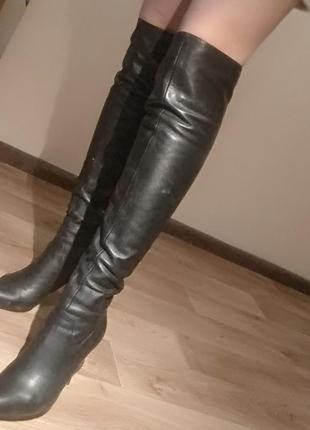 Черные ботфорты на шпильке