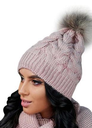 Зимняя демисезонная вязаная женская шапка с натуральным меховым бубоном