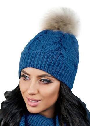 Зимняя демисезонная вязаная женская шапка с бубоном на макушке