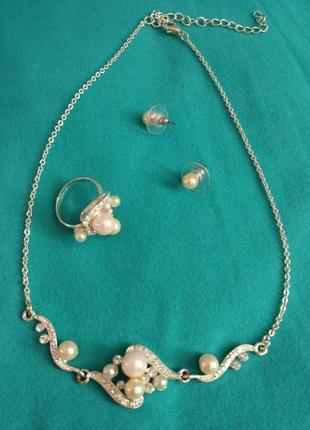 Набор украшений: колье, серьги, кольцо