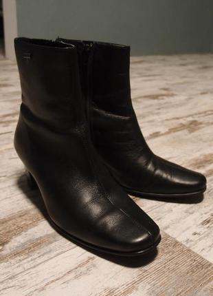 Кожаные сапожки на небольшом каблуке