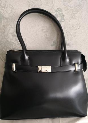 Шикарная классическая кожаная сумочка.