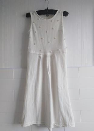 Белое платье с бусинками, длина миди