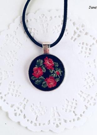 Кулон ′венок красных роз′