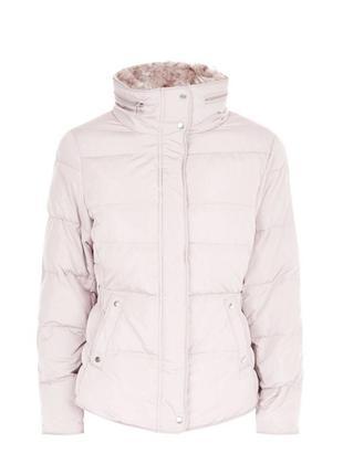 Стильная демисезонная куртка дутая с мехом и капюшоном, приталенная стёганая