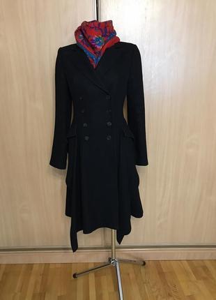 Добротное шерстяное пальто необычного кроя