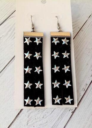 Замшевые серьги, украшенные  серебряными звездами
