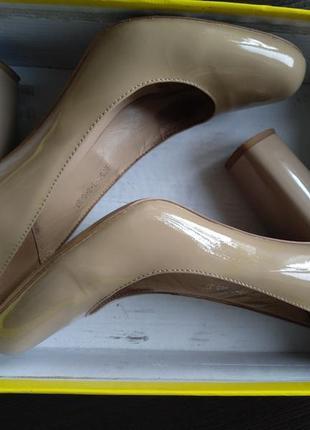 Лаковані туфлі на низькому каблуку 4f964faa6825b