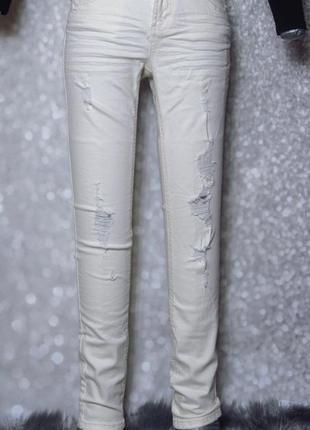 Бежевые джинсы скинни collin's с потертостями