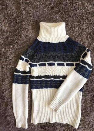Очень красивый теплый свитер