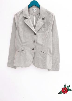 Добротный пиджак отличного качества пиджак жакет в полоску