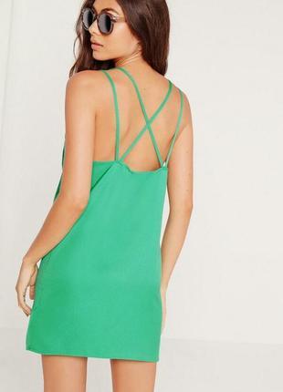 Легкое яркое платье с переплетами