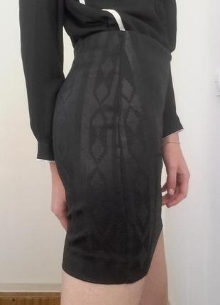 Очень красивая юбка с узором из пайеток