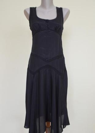 Легкое фирменное платье с кружевом