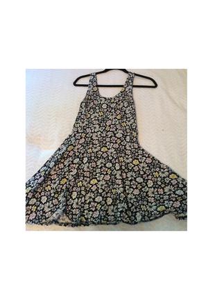 Очень красивое летнее платье с интересным цветочным принтом h&m
