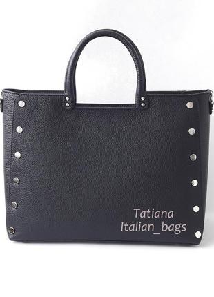 Новинка. стильная сумка с заклепками, тренд сезона, черная. италия