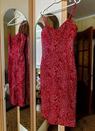 Красивое силуэтное платье oasis
