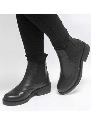 Ботинки челси на низком каблуке